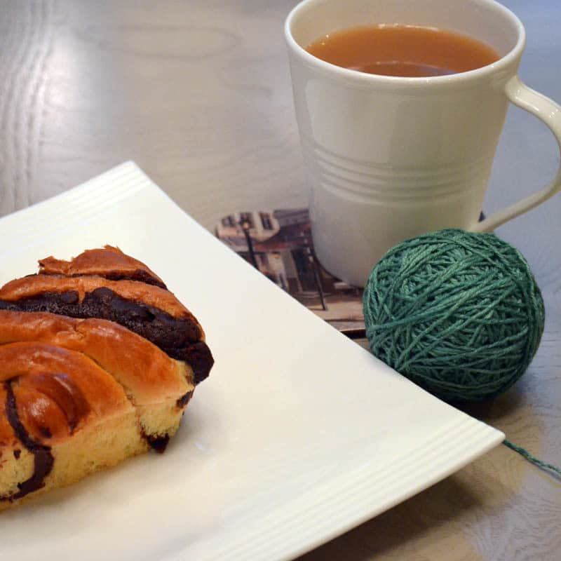 Yarn with chocolate brioche and tea