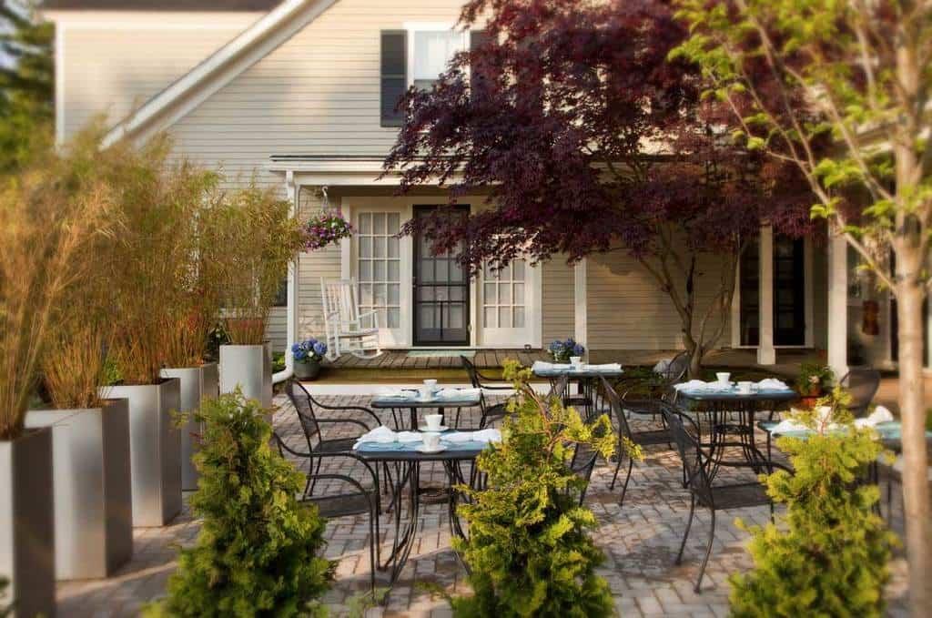 patio dinning