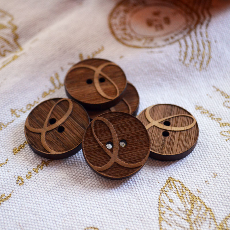 Knit Eco Chic logo buttons - walnut